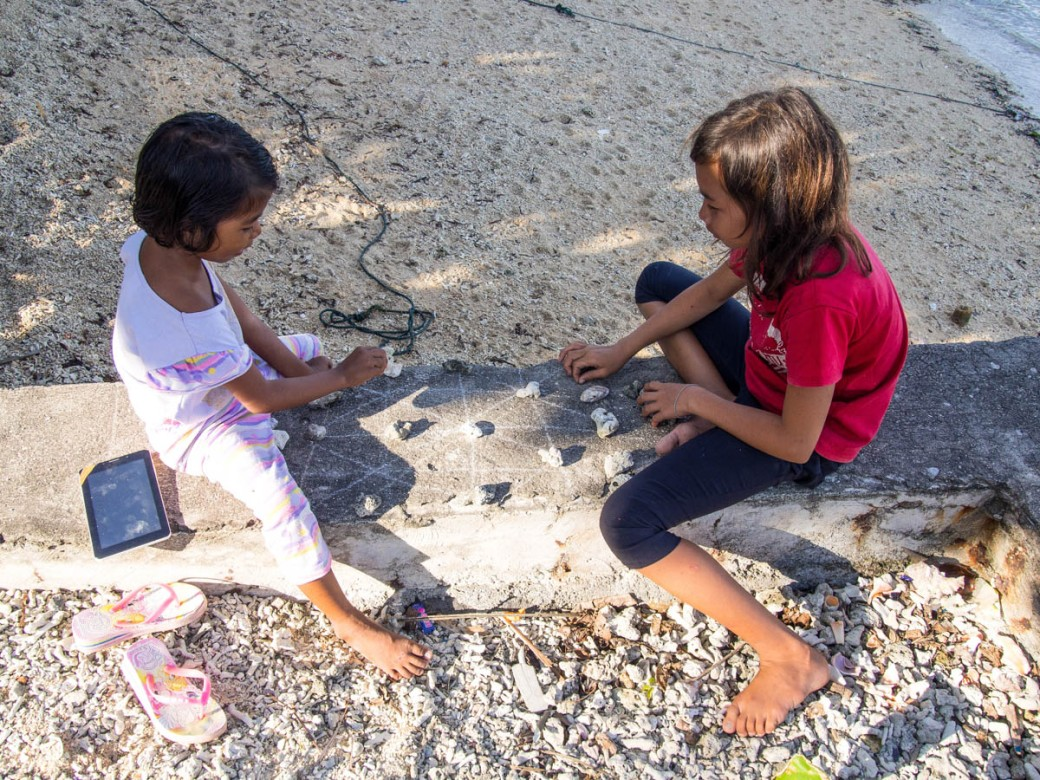 Children playing coral game
